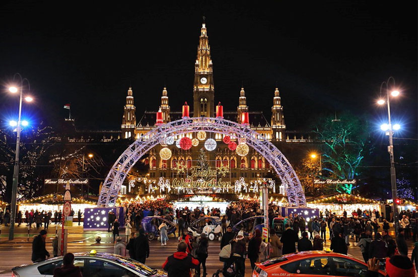 Best Things to Do in Vienna This Christmas: Visit the Main Christmas Market — Christkindlmarkt Rathausplatz