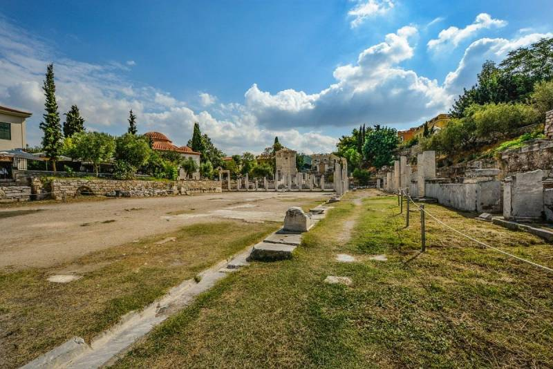 5 Reasons Why You Must Visit Plaka in Athens Ancient and Roman Agora