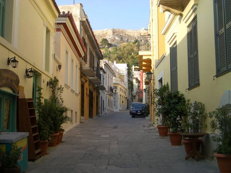 5 Reasons Why You Must Visit Plaka in Athens - Plaka Streets