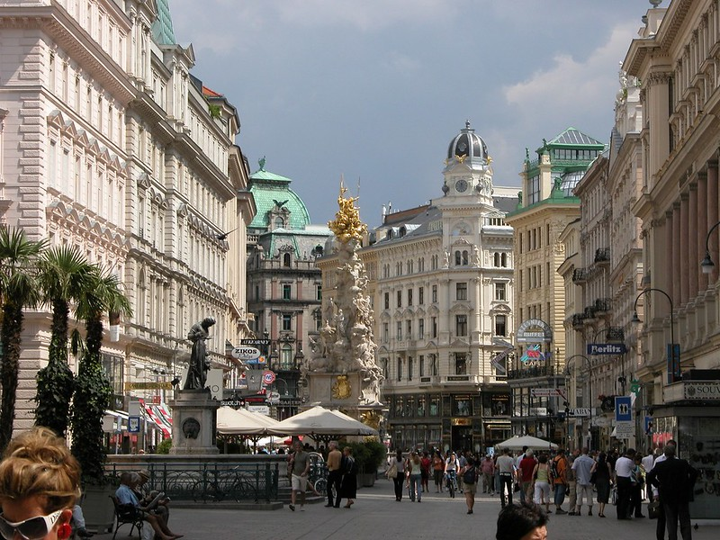 Ultimate Guide to Vienna: Walk down the Graben street
