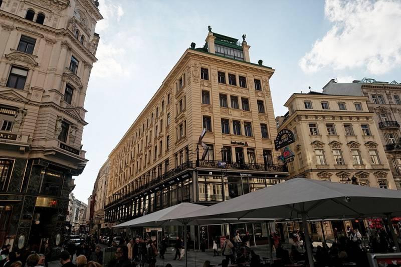 Art Nouveau Architecture in Vienna: Wagner Art Nouveau Architecture in Vienna: Ankerhaus