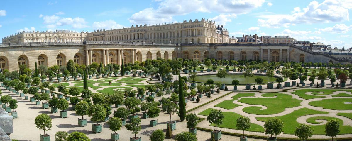 Most beautiful palaces in Europe: The Palace of Versailles next to Paris with its beautiful gardens