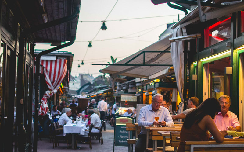 Ultimate guide to Vienna: experience international cuisine at Naschmarkt