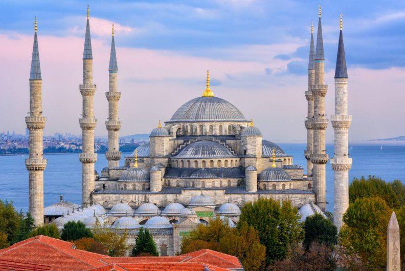 Die Blaue Moschee in Istanbul bei Sonnenuntergang